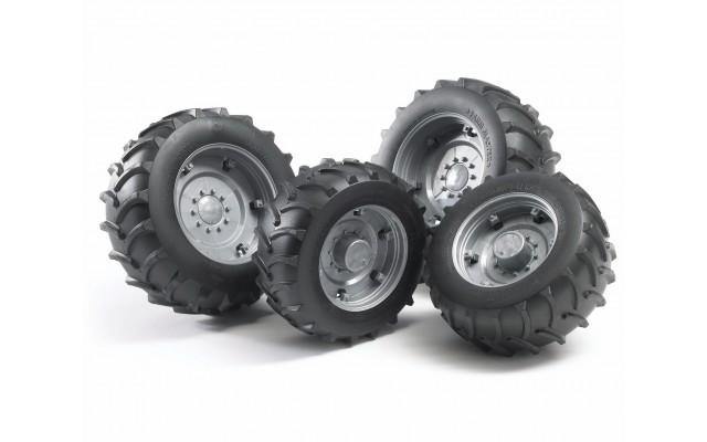 Колеса з сріблястими дисками до тракторів серії 2000 Bruder 02316