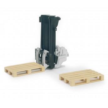 Іграшка навантажувач для піддонів на трактор + 2 піддони Bruder 02337