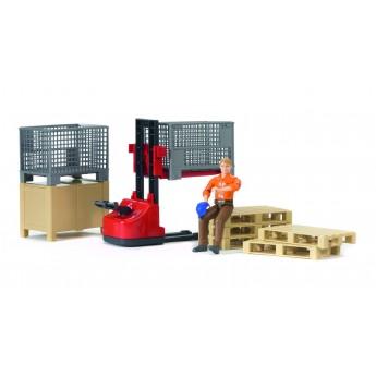 Игрушка Bruder механический складской погрузчик с аксессуарами и фигуркой (62200)