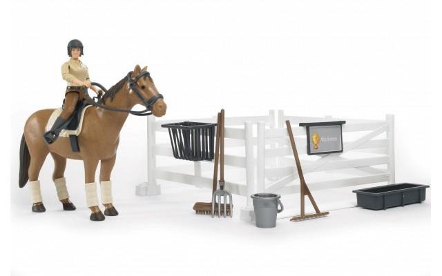 Набор всадницы с загоном, лошадью и всадницей с аксессуарами Bruder (62500)