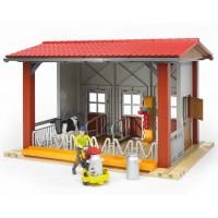 Ферма с коровой и рабочим (Bruder) (62621)