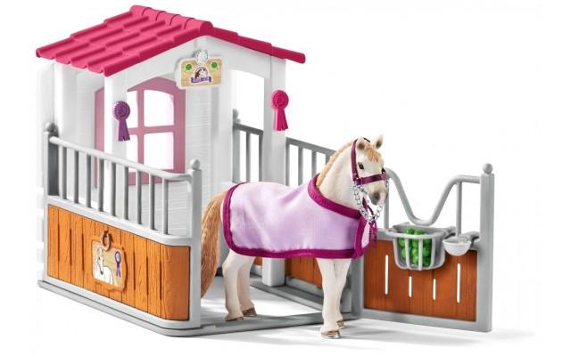 Ігровий набір Schleich Лузітанскій кінь в стійлі (42368)