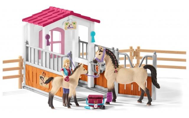 Игровой набор Schleich стойло с Арабскими лошадьми и грумером (42369)
